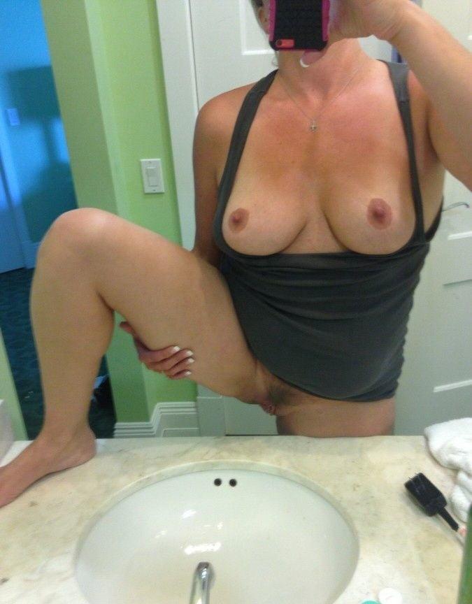 mom-nude-selfie-fail