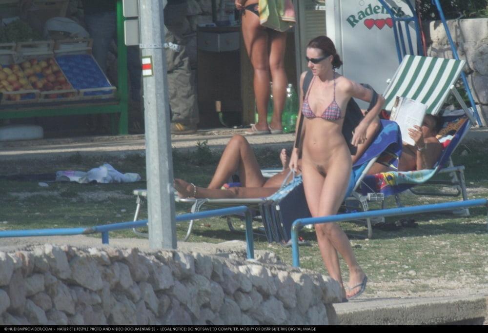 Girl with hairy pussy on the fkk beach