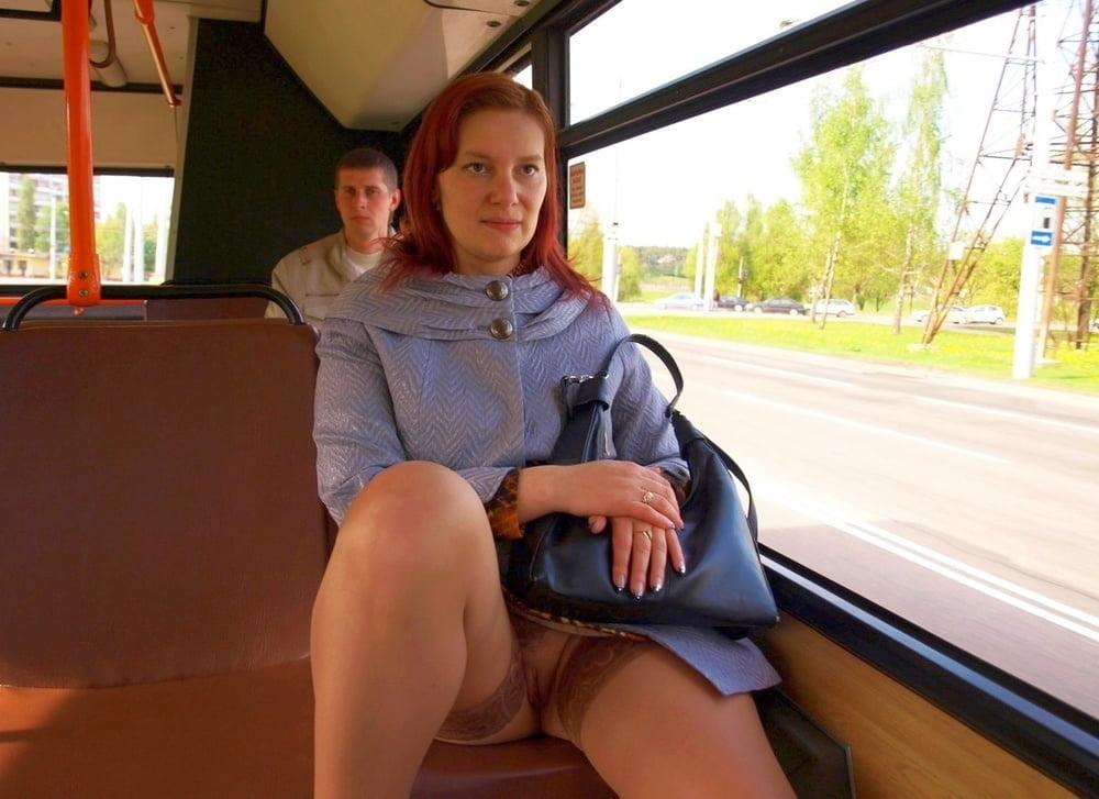 Девушка в транспорте без трусиков видео — 11