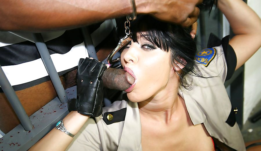 Unlucky Police Woman Pics