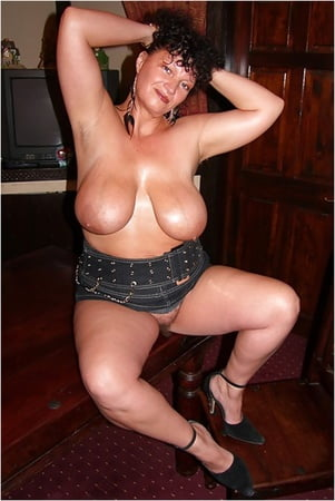 curvy kim mature with big tits and hairy pussy