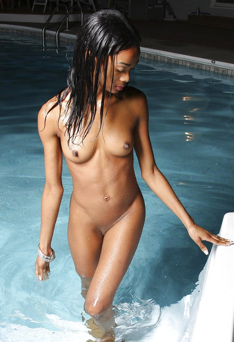 girlfriend-swims-nude-ladyboy