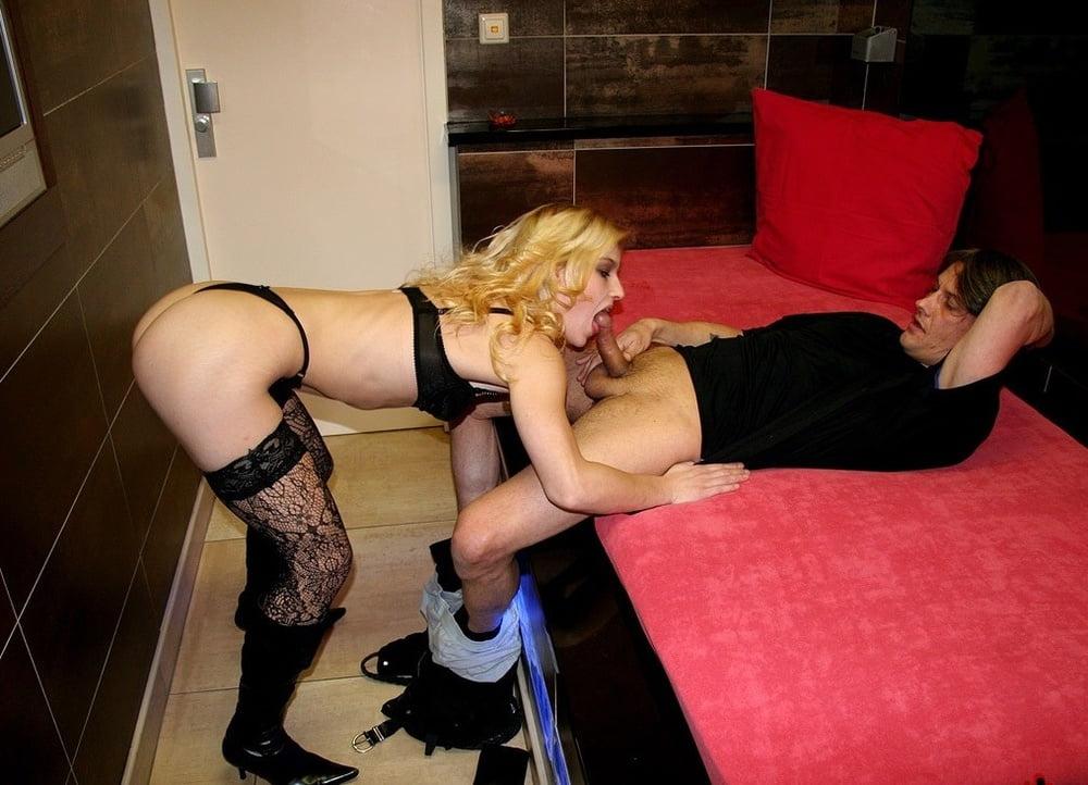 Порно онлайн проститутка толстушка из борделя внешний вид фотографируются