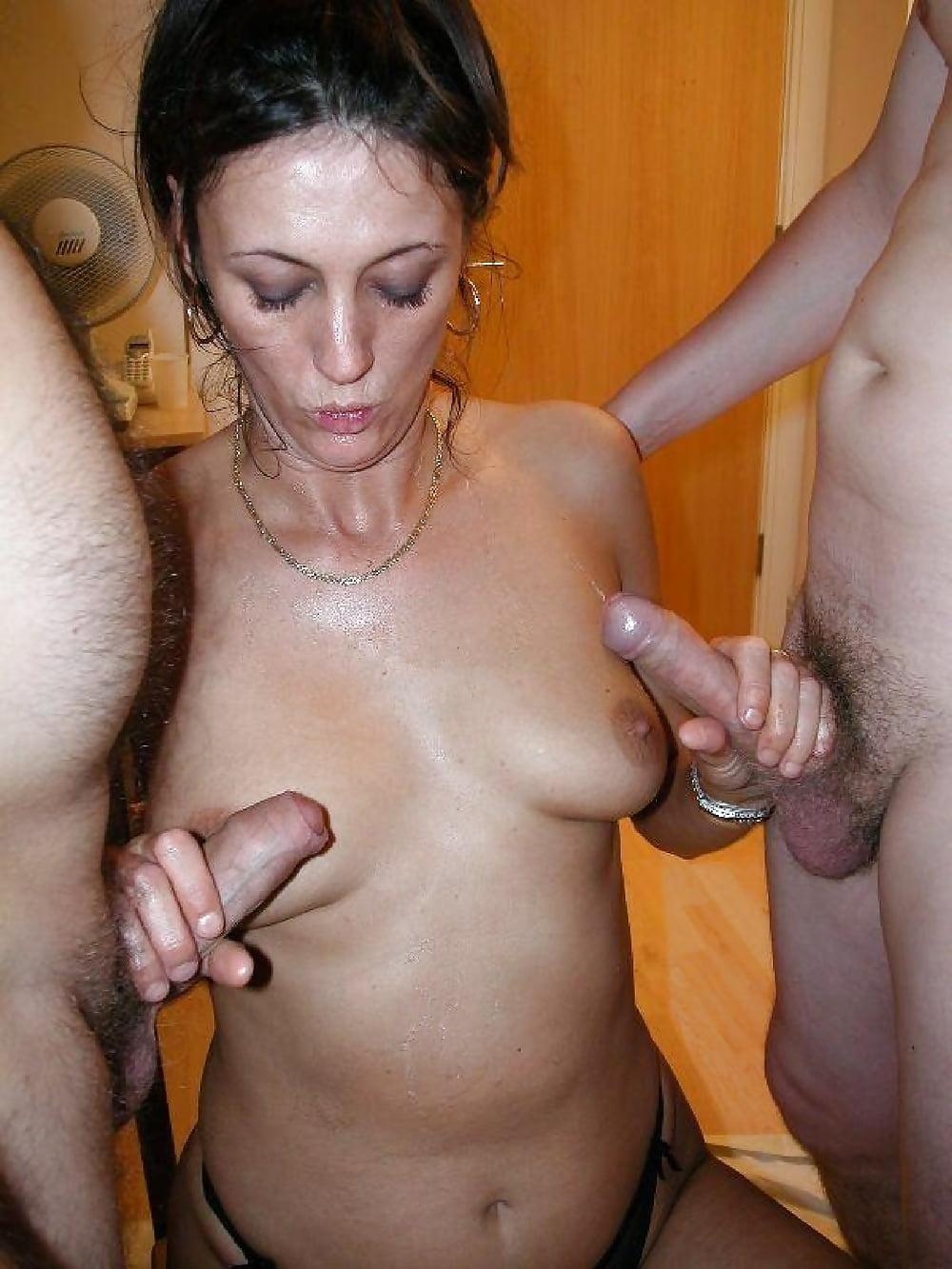 на фото жена пенис сосет и дрочит