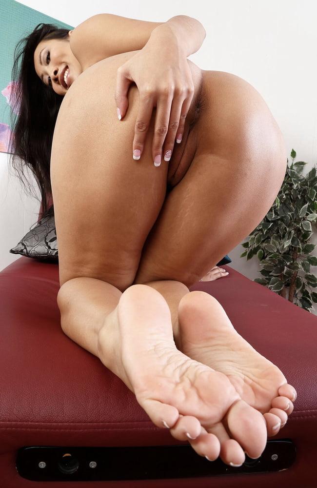 foto-nozhek-aziatki-porno