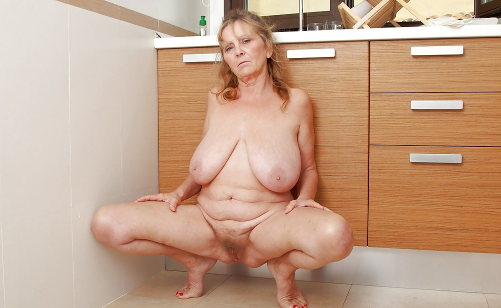 blonde-chubby-old-granny-masterbating-pink-ten-porn-pics