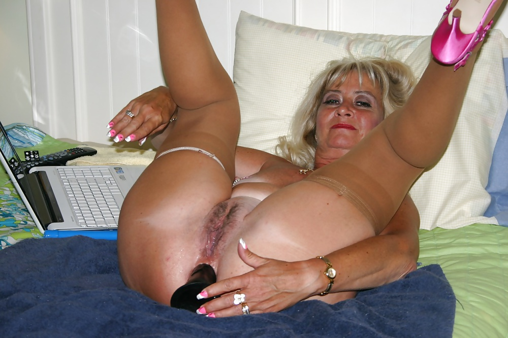 posh-granny-in-bangalore-for-sex-boy-seen-naked