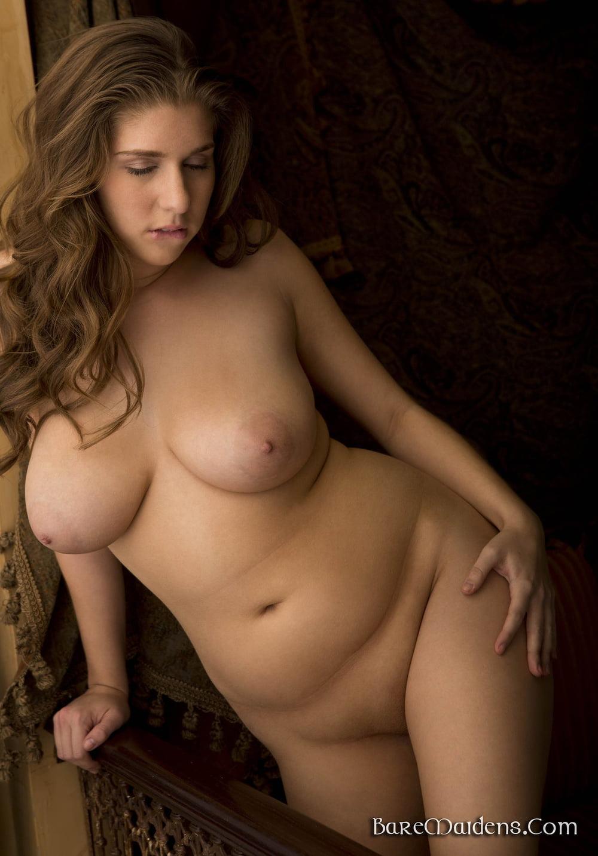 Красивую полные обнаженные женщины видео достать членом