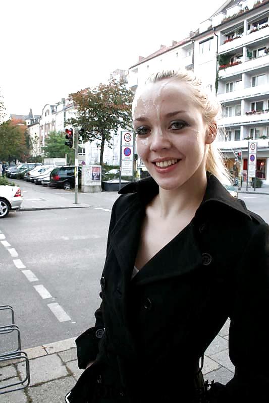 Видео прошлась по улице со спермой, женщина в колготках привязана к стулу
