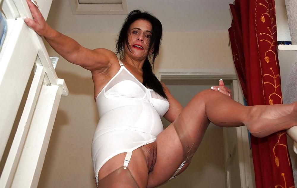 Mature babe in panties