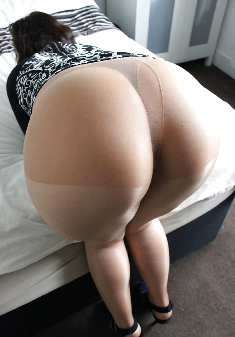 Big ass booty in tights