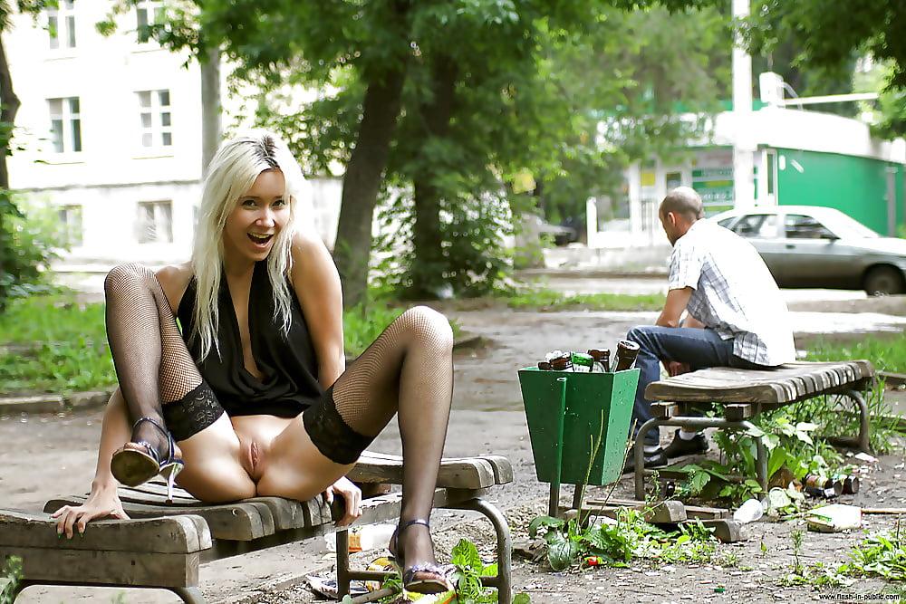 Смотреть русские девушки показывают вагину в общественном месте онлайн — pic 2