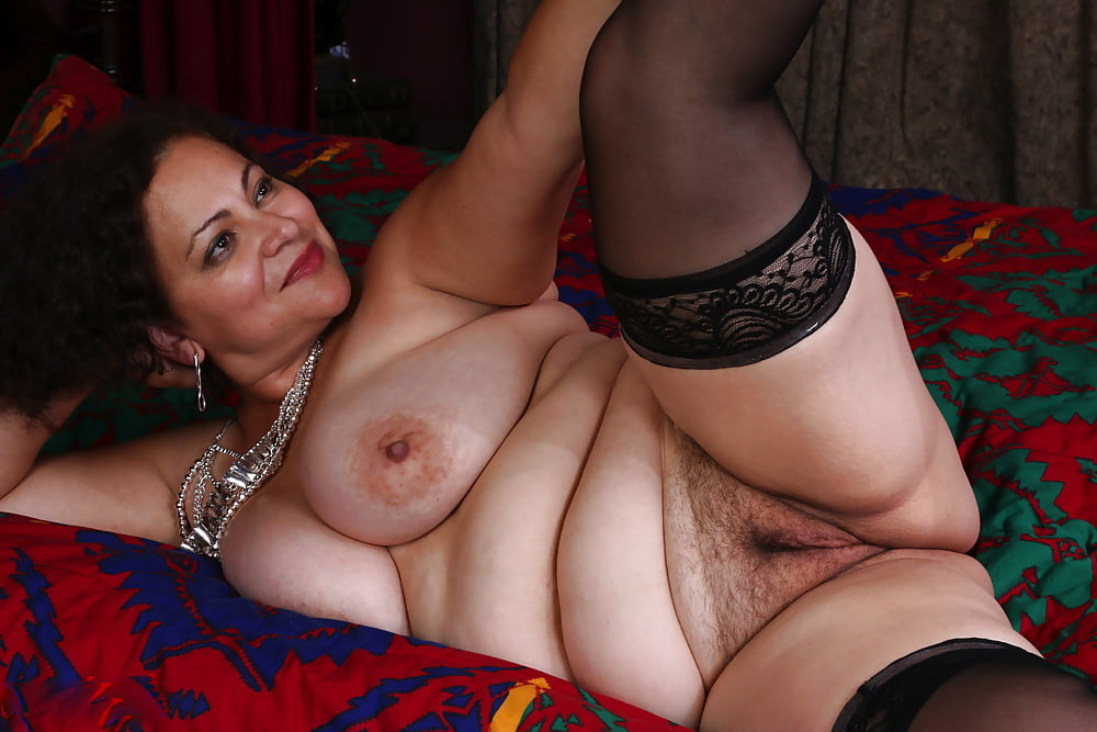 Thick and hairy women-7057