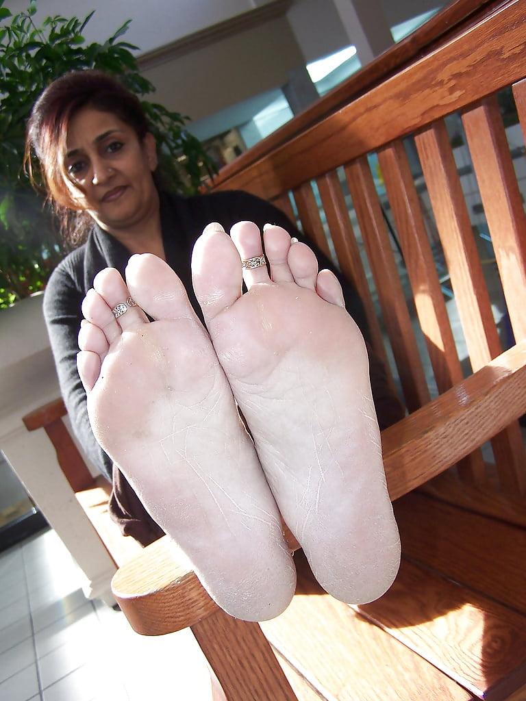 Free Indian Foot Worship Porn Pics