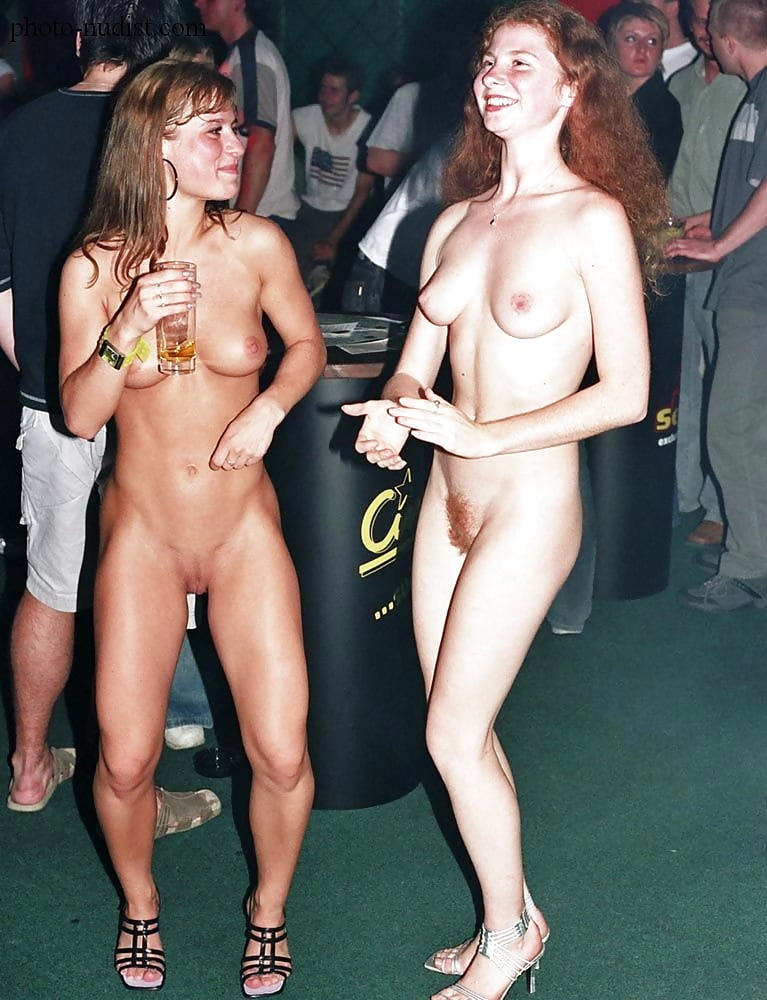 teenpporn-nude-at-club-very