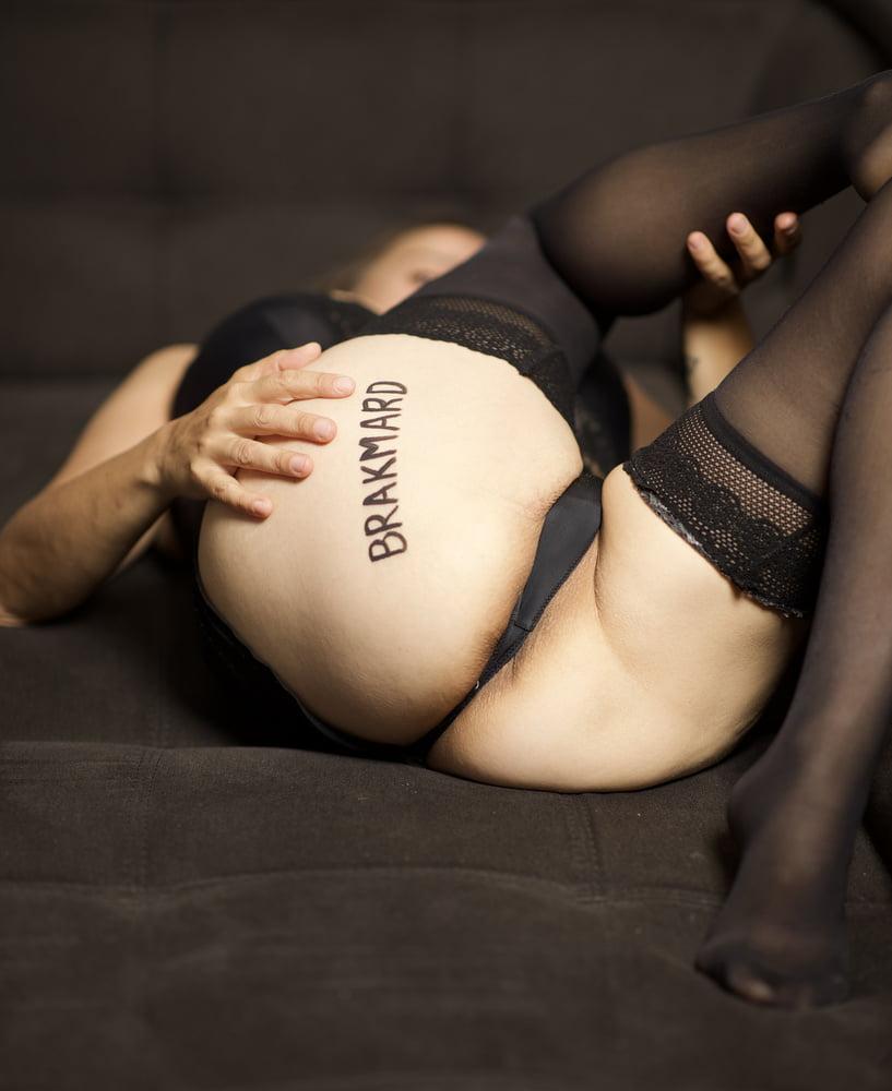 Dedicace pour BRAKMARD sur le cul de ma femme write on slut - 10 Pics