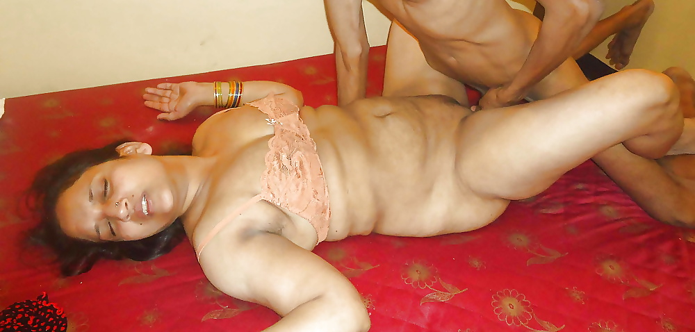 Nude sex of mature indian wives — photo 5