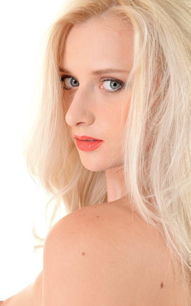 IStripper girl Nika N . - 65 Pics