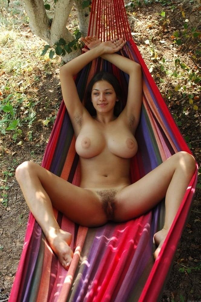 hammock-girl-hot-nude