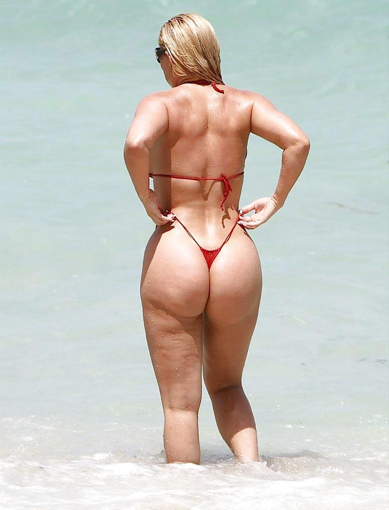 женщины с большой жопой на пляже