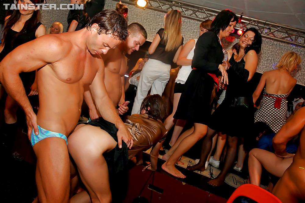 bikini-girls-party-hardcore