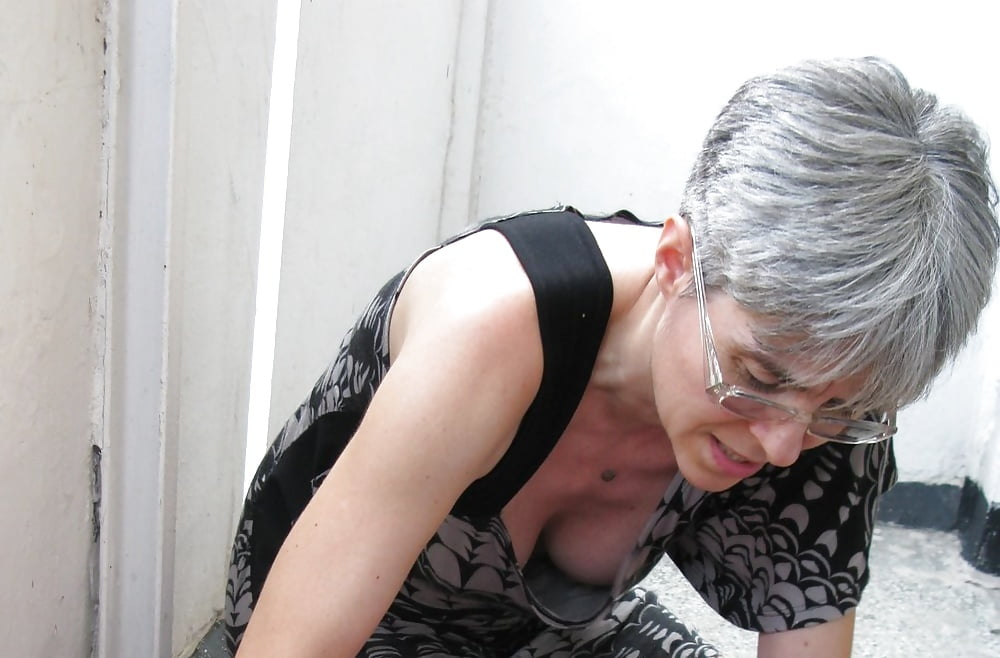 Very older downblouse, how to have anal sex painlessly
