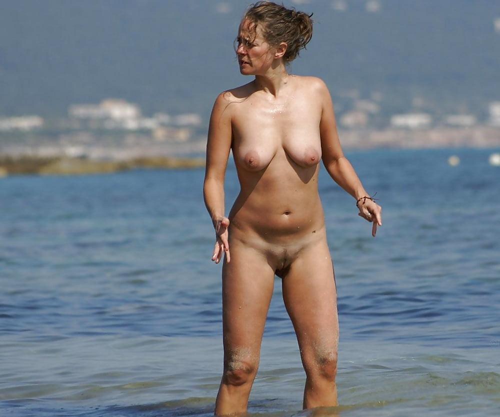 Sexy topless beach girls-5877