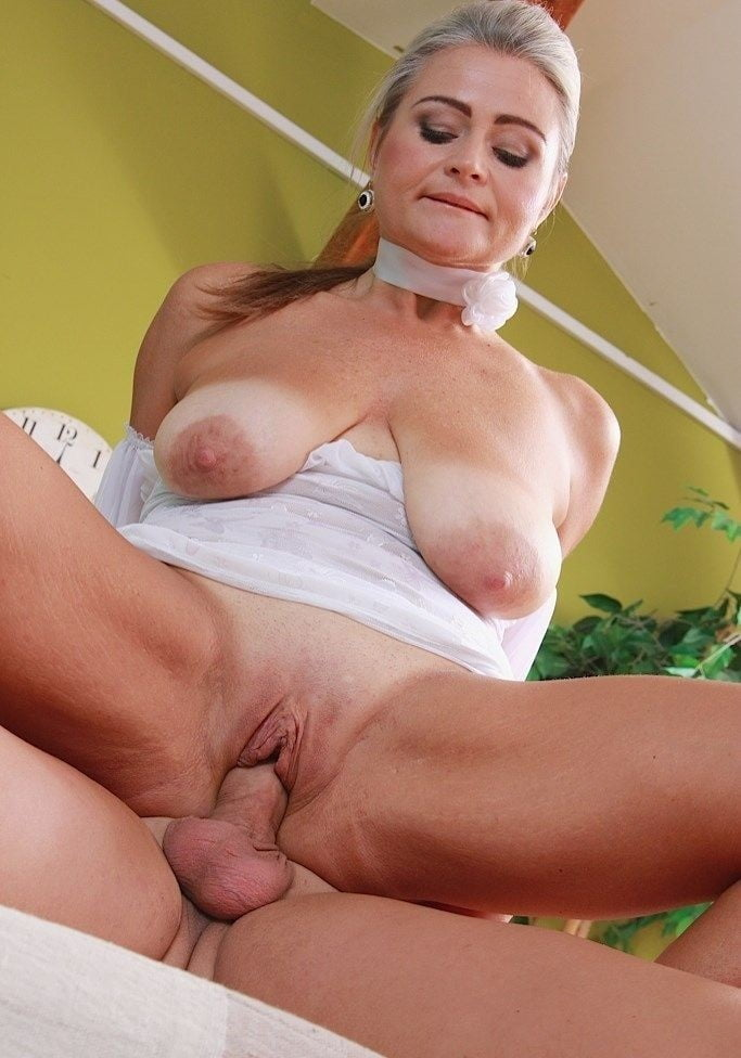 Big tits middle aged woman fucking del
