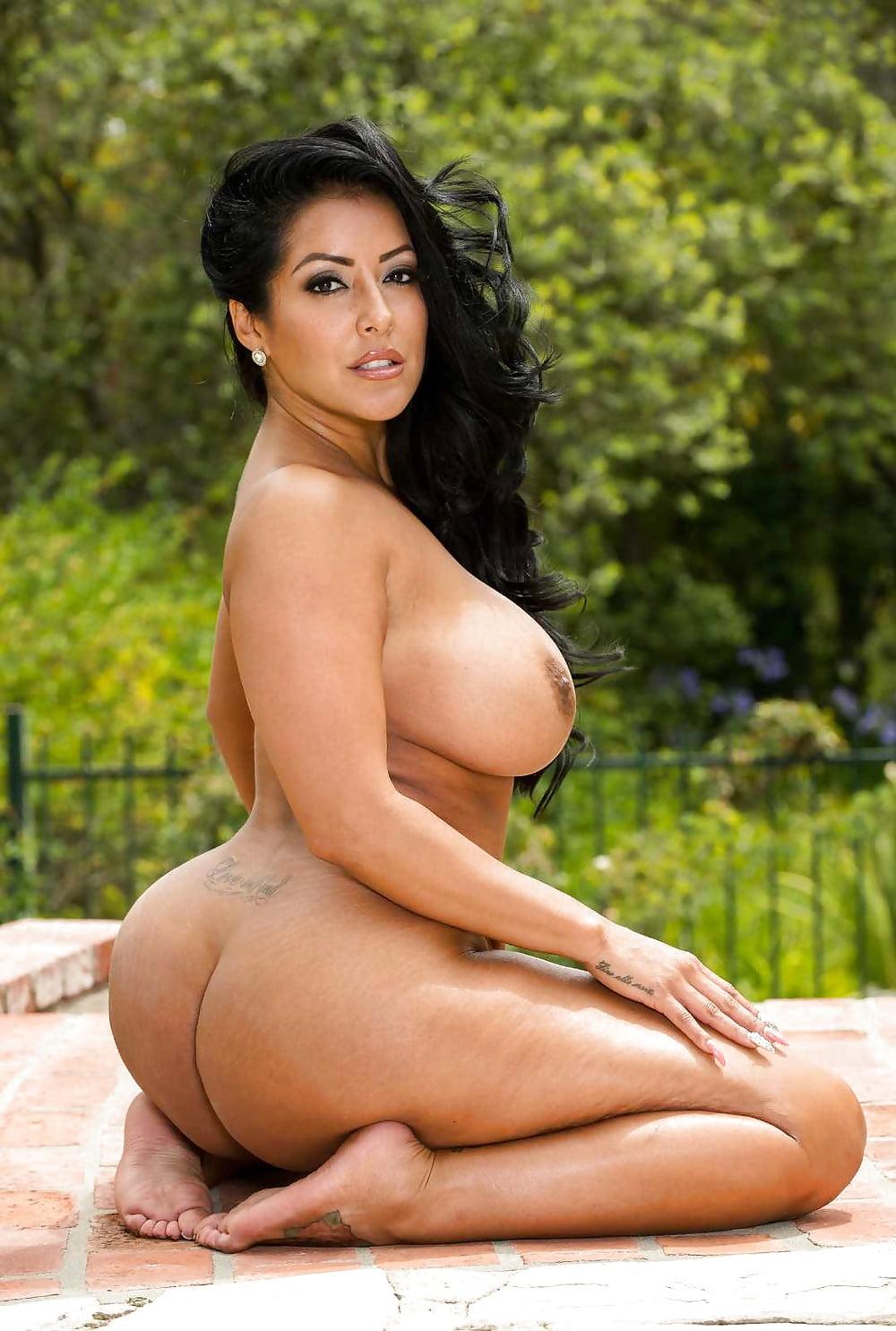 Naked sex full figured latina big boobs nude girls readnig hot