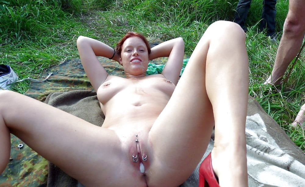 bohri-naked-slut-outdoors
