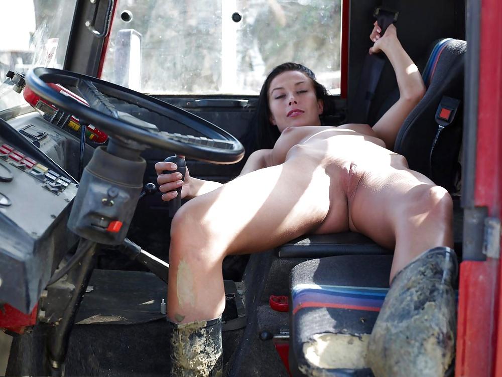 Дальнобой и проститутка, порно видео длинноногой стройняшки в черных чулках
