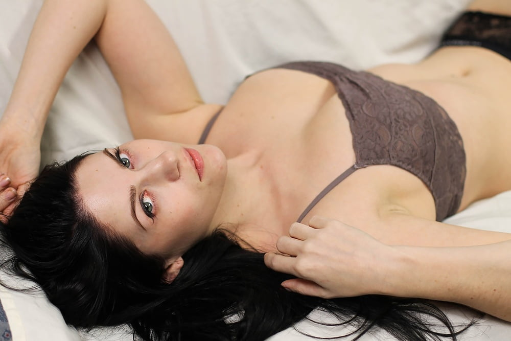 Naughty brunette babe bellina loves