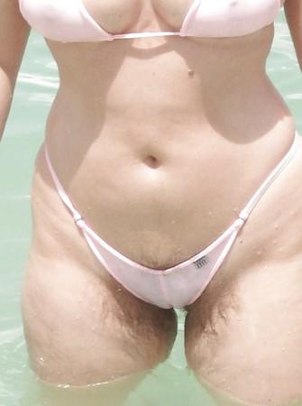 bikini micro Granny in