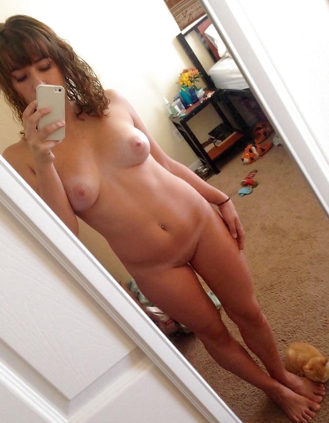 amatuer-naked-women-self-pics-fake-nude-images-of-kiss-kara