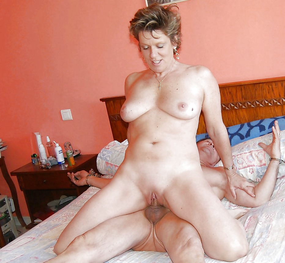 Beautiful middle age woman getting fucked 11