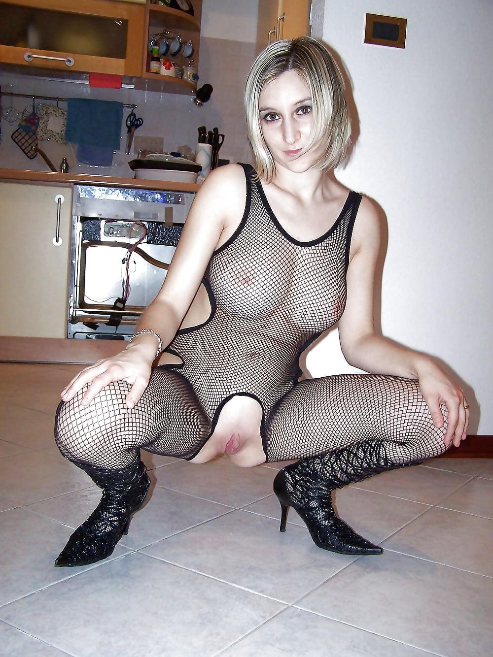 Жена в порно костюме #9