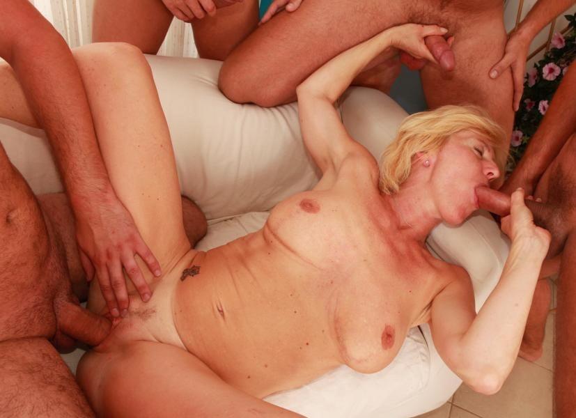 eroticheskoe-foto-ebut-tolpoy-foto-v-vozraste-foto