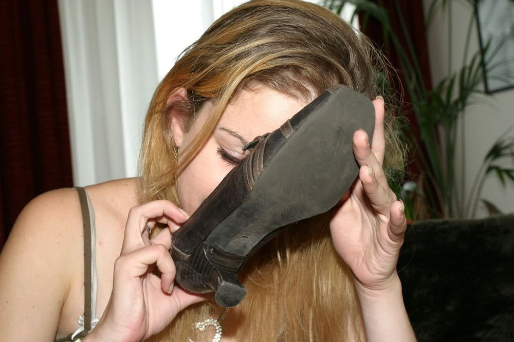 shoe sniffing