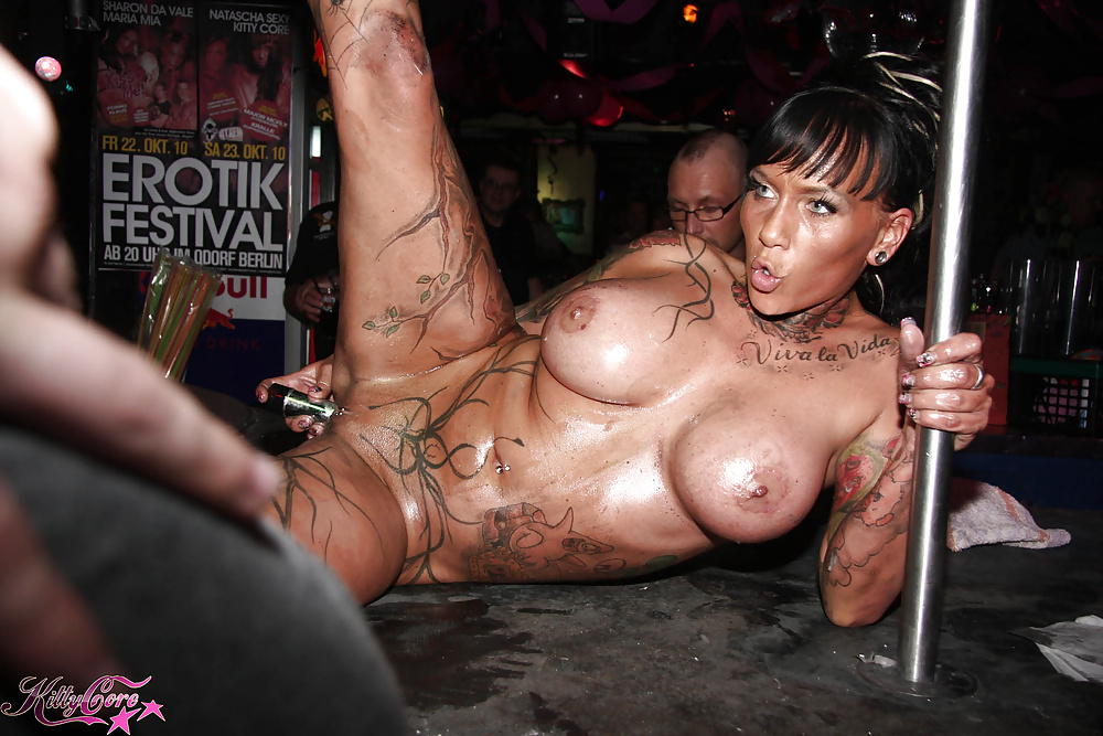 fitness rooms asian stunner gives tight body brunette