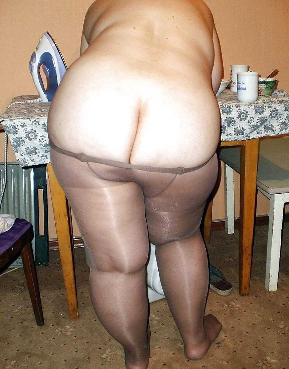 Granny ass in pantyhose