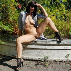 Naked Sexy Milf Shows Her Pussy Outdoors