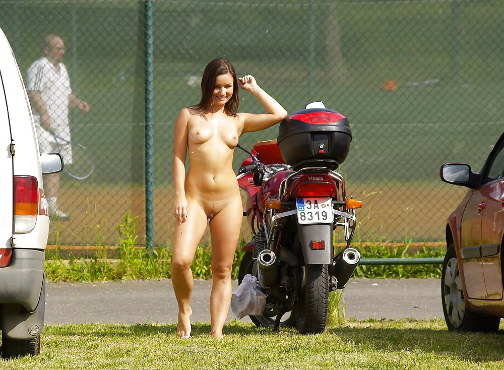 nude-girls-of-motorcycle-rallies-naked-supermodel-indonesia
