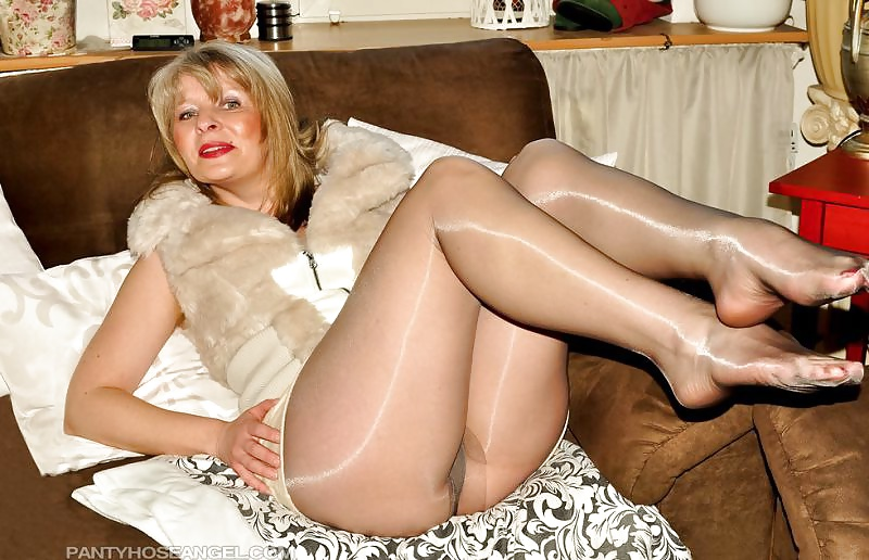 Mature Images Granny In Panty Hose