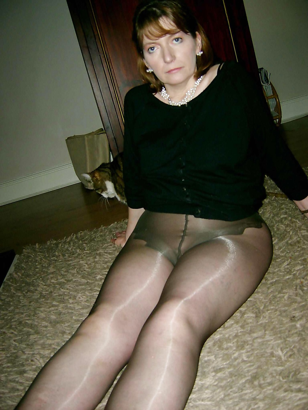 pics-naked-older-women-wearing-black-pantyhose
