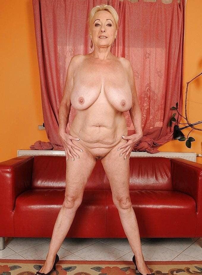 порно немки с обвисшими сиськами секс парнем диване