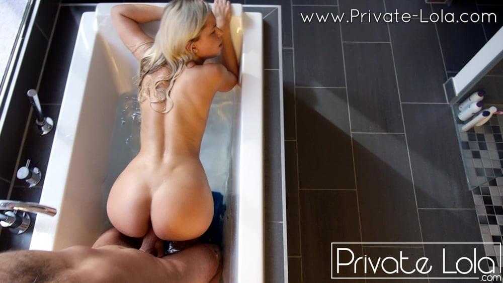 Great sex fun in the bathtub - 25 Pics