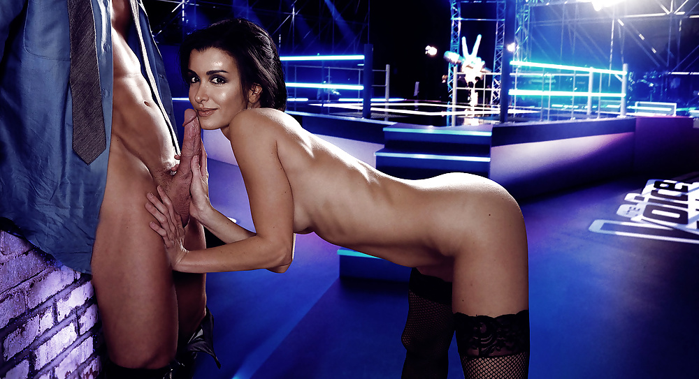 Celebrities Caught Nude On Beach