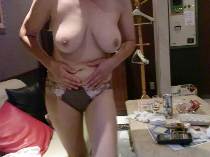 moms lovely tits there