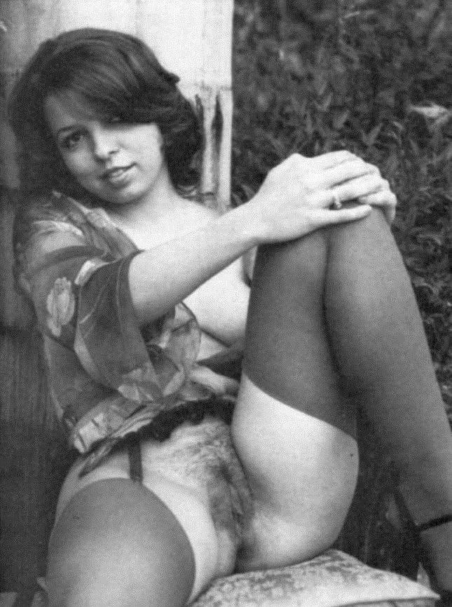 Classic pornstars flashing their beavers - 117 Pics