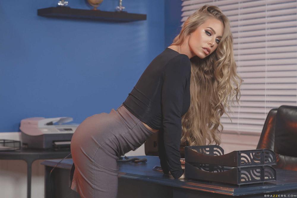 Nicole Aniston 8